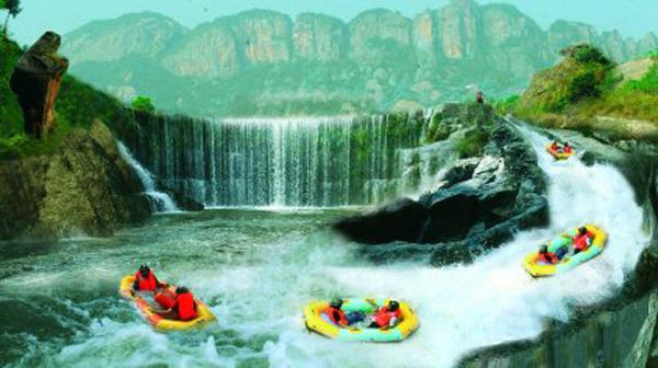 石牛寨峡谷漂流旁边的大瀑布