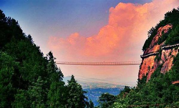 玻璃桥在哪里,石牛寨高空全透明玻璃桥