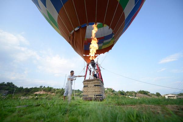 热气球准备起飞