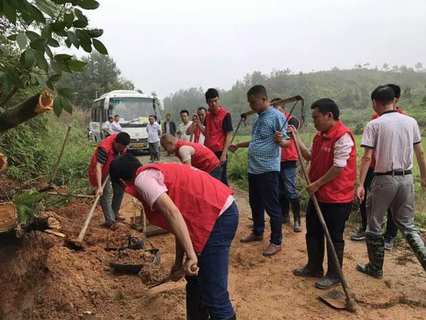 石牛寨支援修水水灾