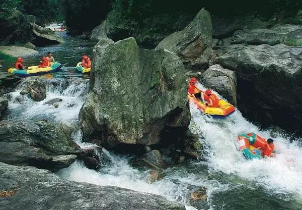 石牛寨蟒洞峡谷漂流
