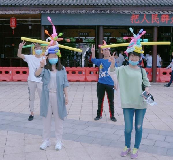 """5.1第一天,平江石牛寨游客戴""""一米帽"""" 刷爆朋友圈,太可爱啦!"""