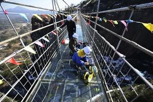 石牛寨玻璃桥新年首次列检成功—安全度高