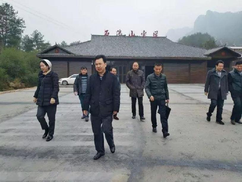湖南省旅委副主任王超祥石牛寨景区检查玻璃桥安全工作