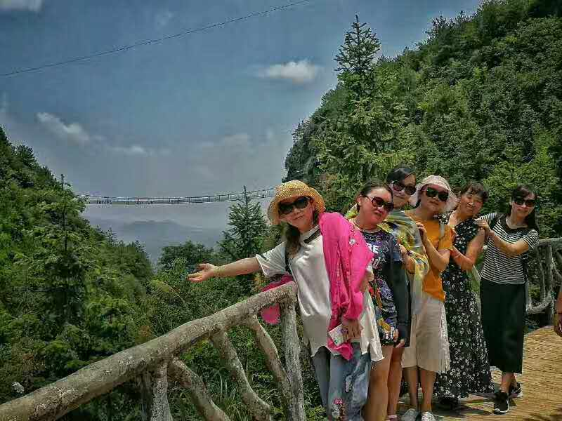 黄山国旅营业部团队体验石牛寨玻璃桥惊险之旅