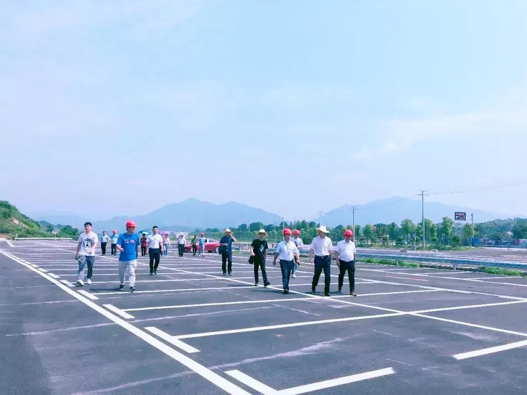 平江县长黄伟雄一行到石牛寨调研旅游项目建设情况