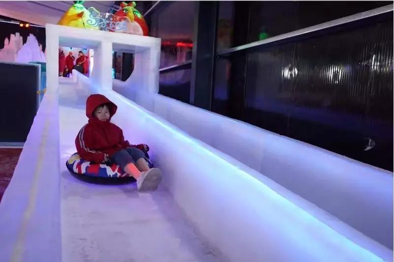 带着娃一起游玩冰雪节加漂流让你整个夏季都凉快!