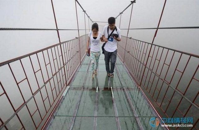 湖南平江石牛寨景区旅游攻略 新建300米玻璃吊桥超刺激 相关新闻报道