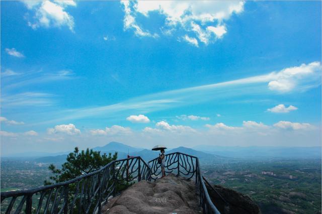平江石牛寨风景区的山水画