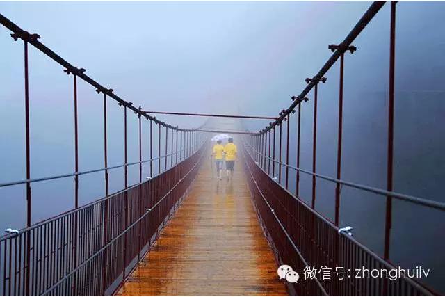 """石牛寨高空玻璃桥的""""成长历程"""""""