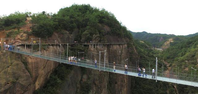【挑战你的极限】石牛寨世界首条高空玻璃桥