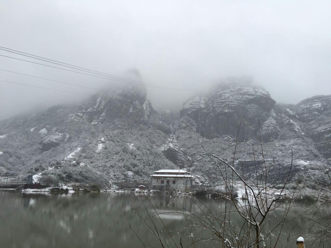 冰雪天气下的石牛寨